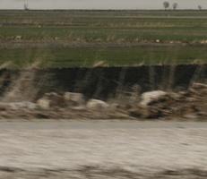"""Foto """"Farbfeld #5"""" von Zuckerwein Fotografie. Das Werk zeigt einen Ausschnitt der Landschaft im tuerkischen Hochland nahe Antalya im Fruehling, in Fahrt aufgenommen. Mehr siehe http://zuckerwein.com/"""